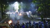 সারাদেশে কোটা সংস্কারের দাবীতে আন্দোলনকারীদের ঠেকাতে জলকামান টিয়ার শেল, লাঠি