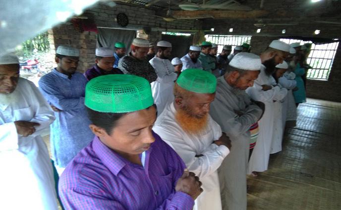 সৌদি আরবের সাথে মিল রেখে সাতক্ষীরায় ঈদের নামাজ অনুষ্ঠিত