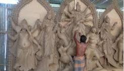 রাণীশংকৈলে প্রতিমা তৈরিতে ব্যস্ত মৃৎশিল্পীরা