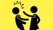 নড়াইলে যৌতুকের মামলার আসামিকে চড় থাপ্পড় মারলেন আইনজীবী…