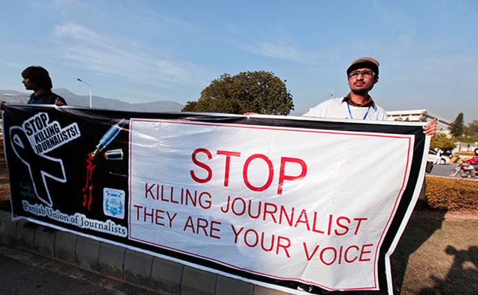 পাকিস্তানে সাংবাদিককে গুলি করে হত্যা, বিক্ষোভ