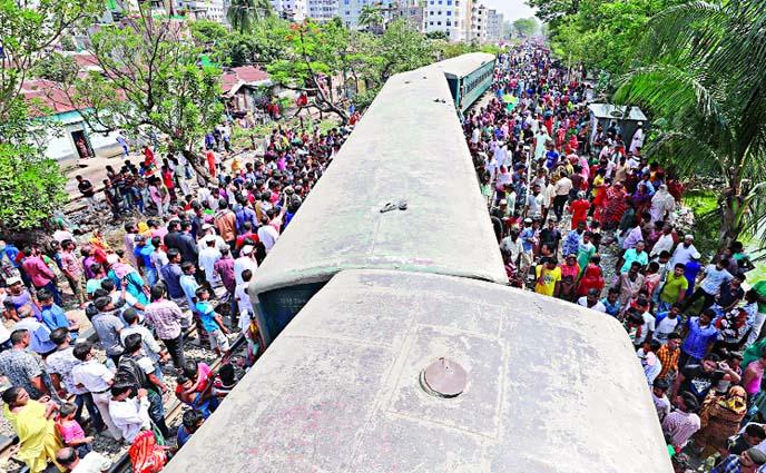 গাজীপুরের টঙ্গীতে ট্রেনের চার বগি লাইনচ্যুত