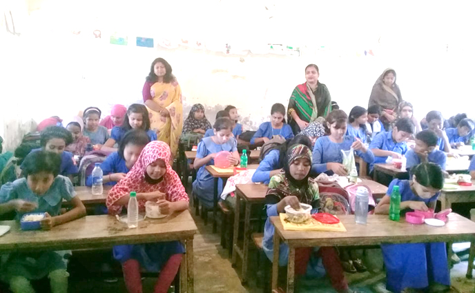 ঠাকুরগাঁওয়ে ১৬৮ নং সরকারি প্রাথমিক বিদ্যালয়ে মিড ডে মিল চালু