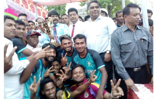 অান্ত:বিশ্ববিদ্যালয় ফুটবল টুর্ণামেন্টে চ্যাম্পিয়ন ইসলামী বিশ্ববিদ্যালয়