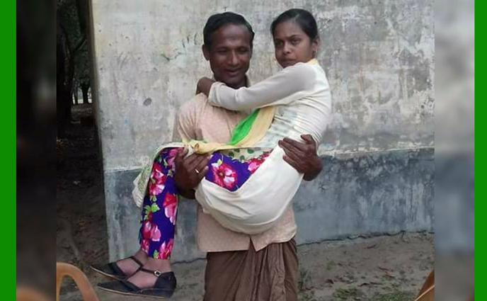 বাবার কোলে করে এসে এইচএসসি পরীক্ষা দিচ্ছেন সোনিয়া