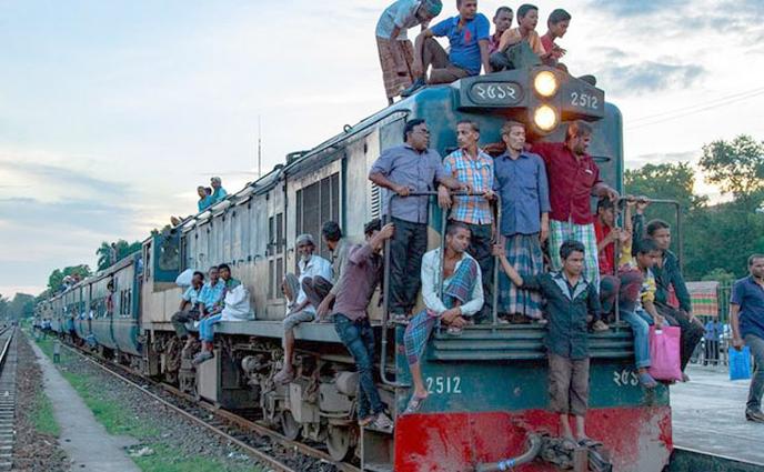 বিনা টিকিটে ট্রেন ভ্রমণ: ঈশ্বরদী-ঢাকা রেলরুটে ৪৫০ যাত্রীর জরিমানা