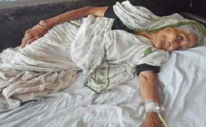 জমি লিখে না দেয়ায় বৃদ্ধা মাকে পিটিয়ে হাসপাতালে পাঠালো ছেলে
