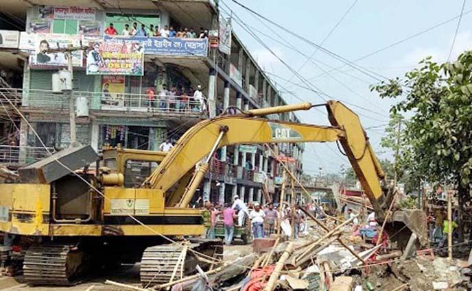 ঢাকা-চট্রগ্রাম মহাসড়কে সওজ এর অবৈধ স্থাপনা উচ্ছেদ শুরু