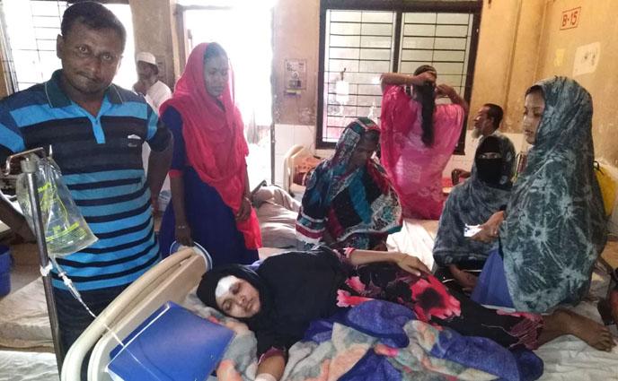 নোয়াখালীতে শত্রুতায় নারীকে কুপিয়েছে সন্ত্রাসীরা