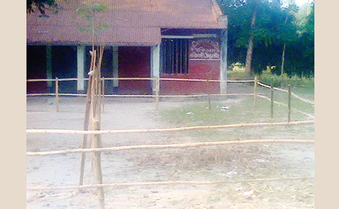 বালিয়াডাঙ্গীতে সরকারী প্রাথমিক বিদ্যালয়ের মাঠ প্রভাবশালীদের দখলে,