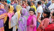 দিন রাত ২৪ ঘণ্টা লাইনে দাঁড়িয়ে থেকেও টিকিট সংগ্রহে নারীরা