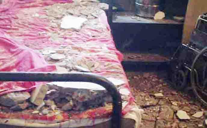 নোয়াখালী জেনারেল হাসপাতালের ছাদ খসে আহত-৮