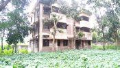 ঝিকরগাছার উলাকোলের একমাত্র স্বাস্থ্যসেবা ও পরিবার কল্যাণ কেন্দ্রটিতে- সাপের রাজত্ব